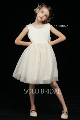 ivory round bustline flower girl dress 5D7A4094